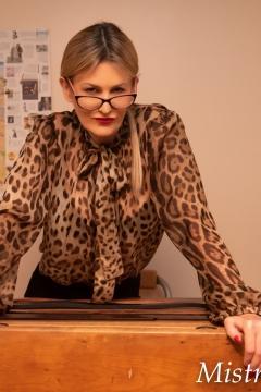 Mistress-Scarlet-Glasses-Desk