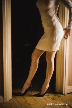 scarlet-legs-doorway