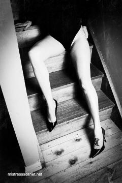 scarlet-legs-stairs