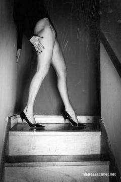 scarlet-legs-top-stairs