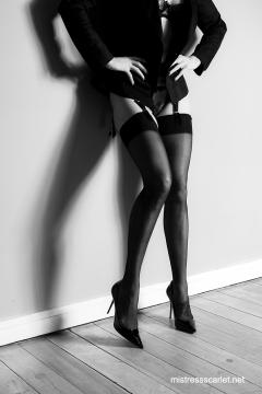 scarlet-hall-stockings