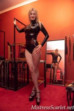 Mistress-Scarlet-Fishnet-Tights