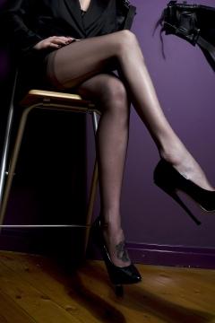 scarlet-legs-highheels
