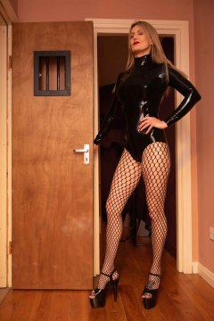 mistress-scarlet-in-fishnets-outside-deprivation-cell