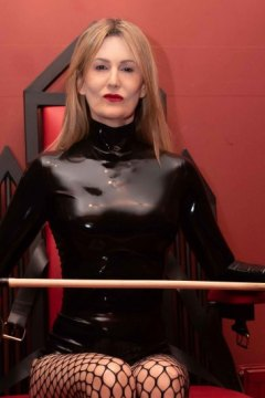mistress-scarlet-sitting-on-fetters-throne